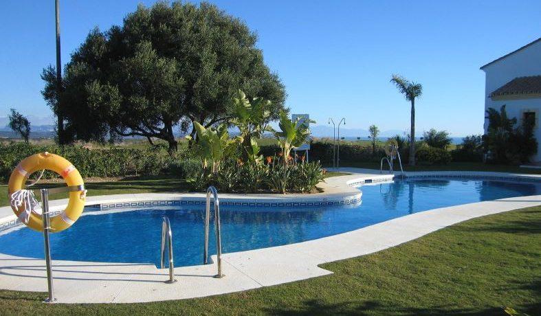 pool los cerros