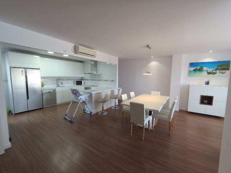 Stunning Bed Apartment – Completely Refurbished – Wow Factor & Great Price
