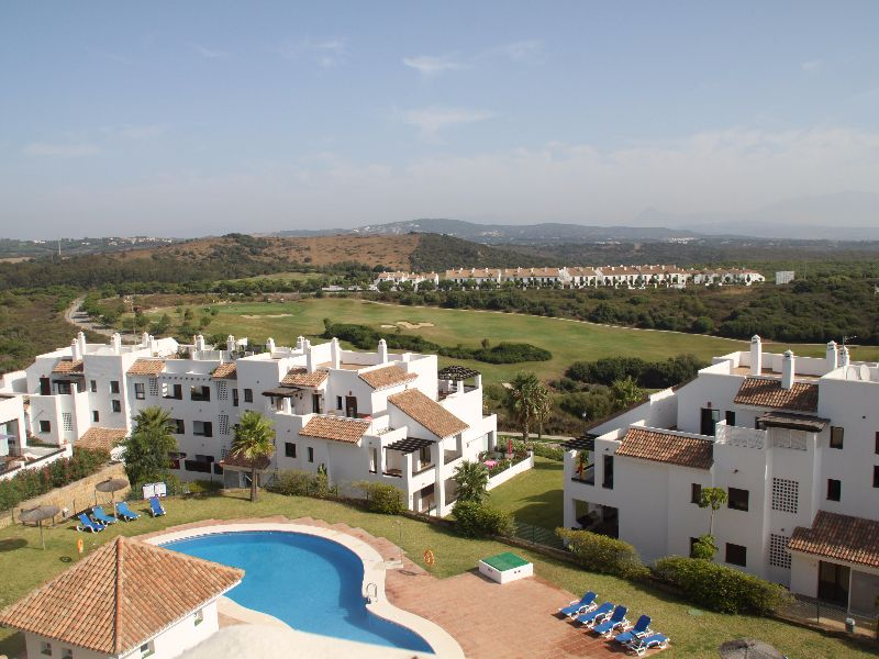 Modern and Light – 3 Bed Penthouse Apartment – Lovely Views & Very Large Terraces