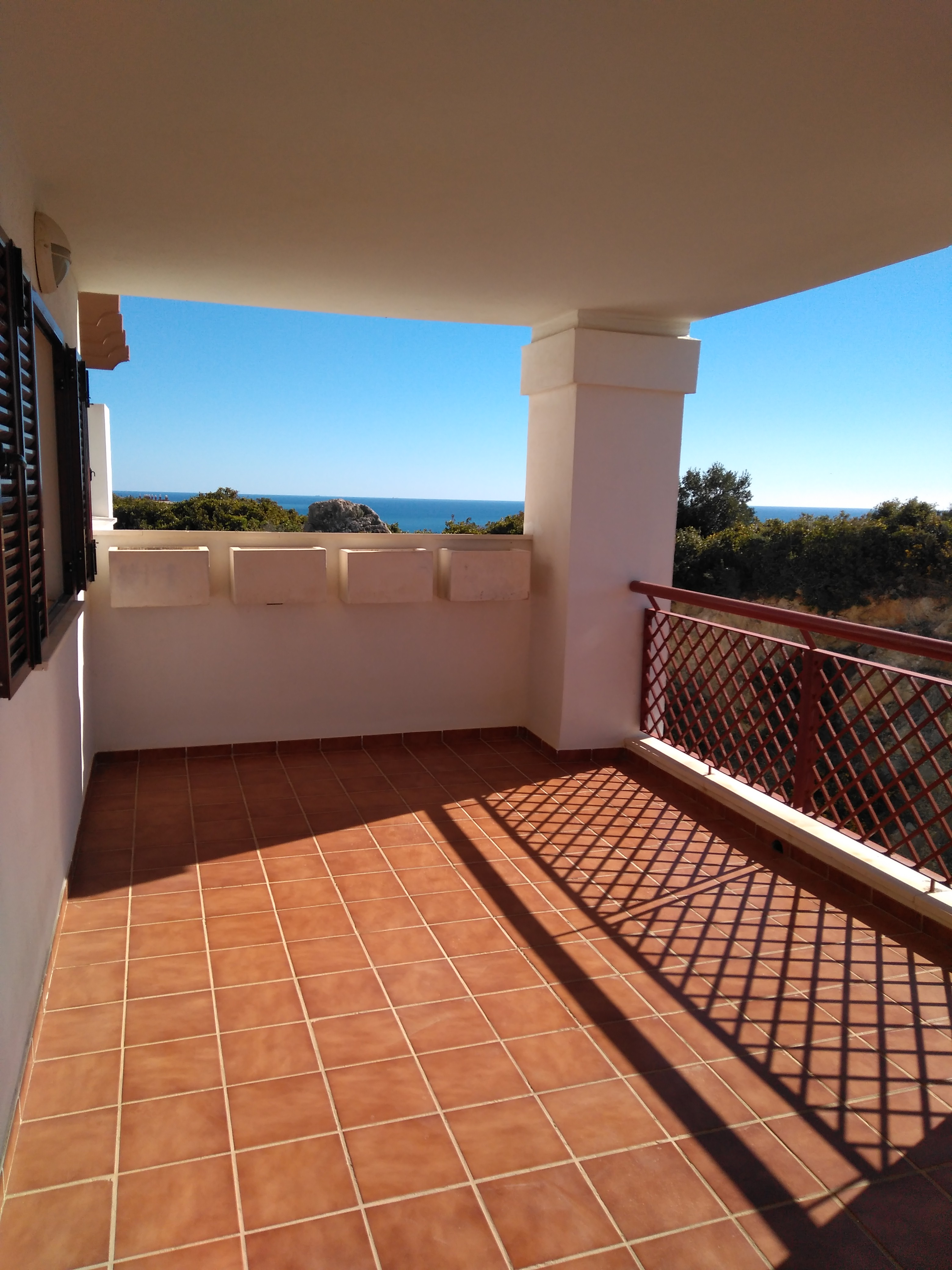 Beautiful 3 Bedrooms Apartment with Views to the Sea.