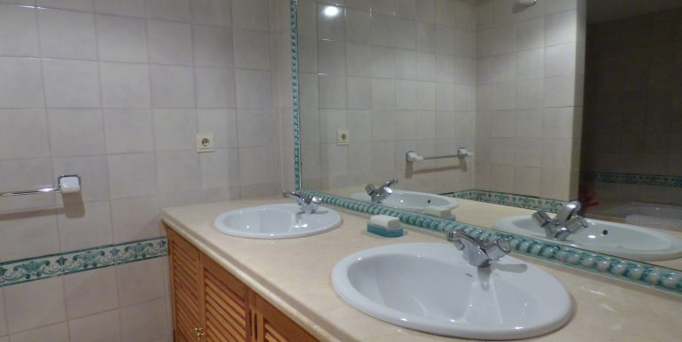 Loma del Rey Bathroom