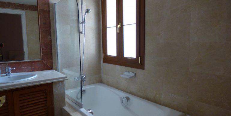 Loma del Rey  En suite Bathroom