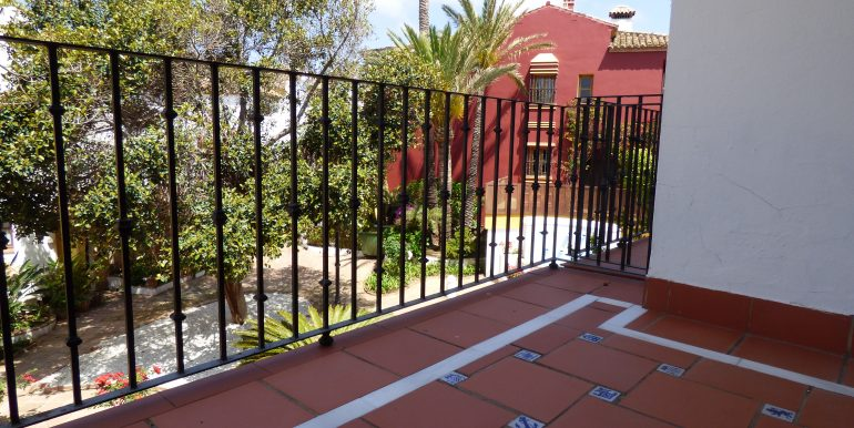 Loma del Rey Balcony Guestroom