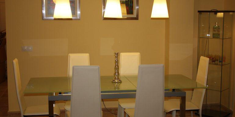 Balcones 00205 Dining