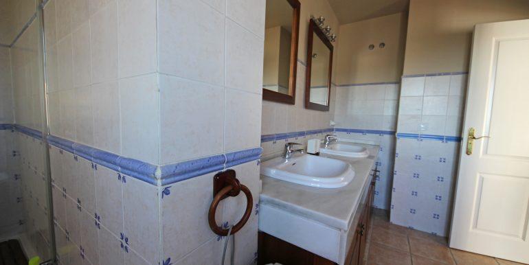 REF 00549 Master bedroom bathroom