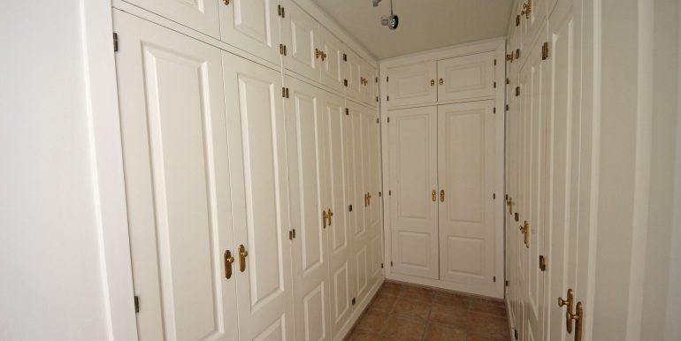 REF 00549 Master bedroom wardrobe