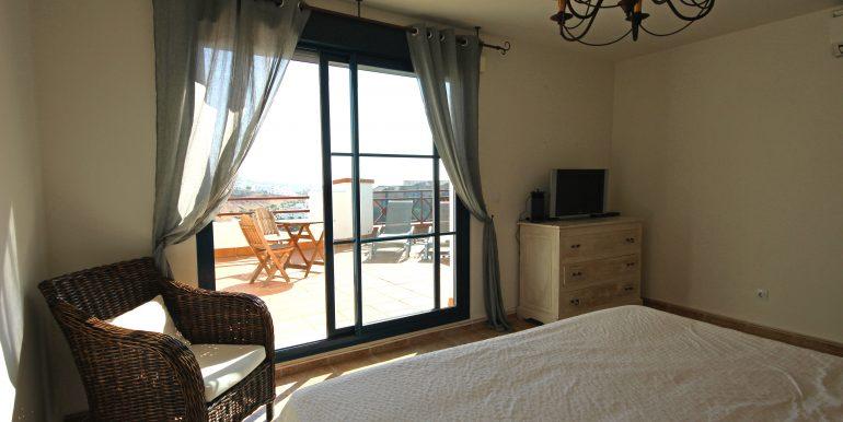 REF 00549 Masterbedroom
