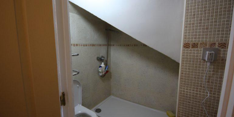 REF 00565 Bathroom 2 floor