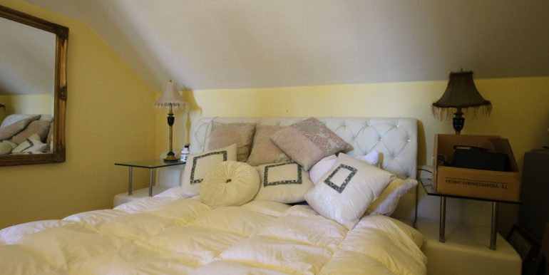 REF 00565 Bedroom 2 floor