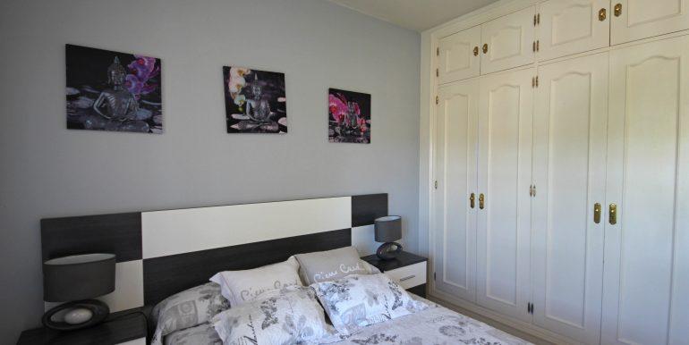 REF 00567 Guestroom wardrobe