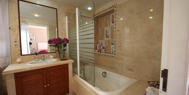 REF 00567 Masterbathroom