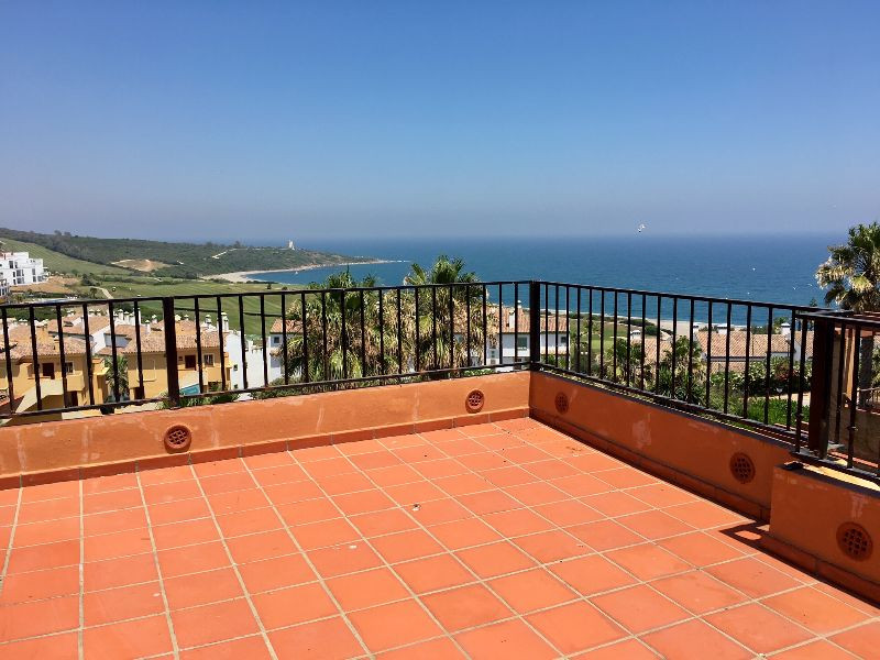 Penthouse with Panoramic Sea Views  for Long Term Rental in Alcaidesa!